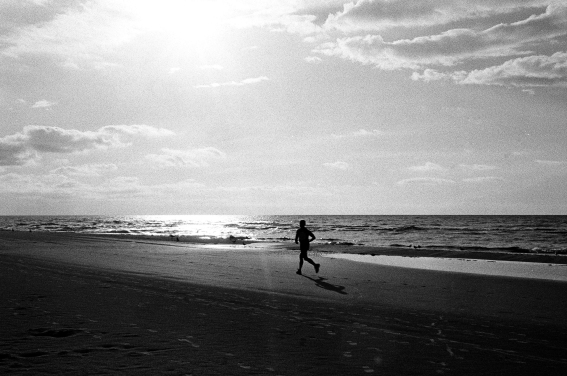 jogging at beach http://barnimages.com/